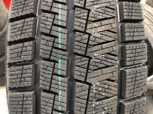 輸入スタッドレスタイヤ225/65R17カプセンタイヤパターン