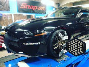 フォード、マスタングの4輪アライメント調整